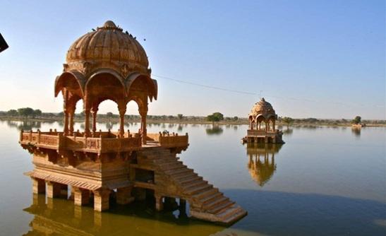 Gadi Sagar Lake history, things to see in Jaisalmer, Jaisalmer travel guide