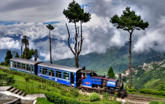 Darjeeling Hiamalayan railways, Toy tains in Darjeeling, most scenic railways of India