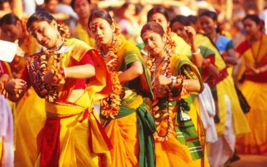 best places to celebrate holi in India, holi in shantiniketan Bengal