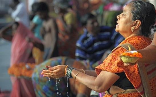 varanasi ganga aarti, morning prayers in banaras ghats, life in varanasi