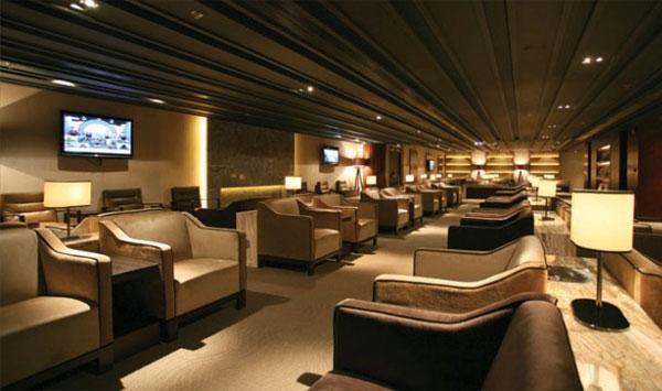What are services at plaza premium lounges new delhi for Decor international delhi